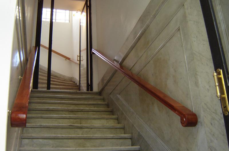 Barandillas de madera para exterior barandillas de madera - Pasamanos escaleras interiores ...